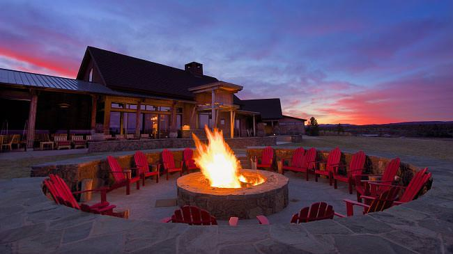 Bend Oregon Restaurants The Range Outdoor Fire Pit At Night Westwind